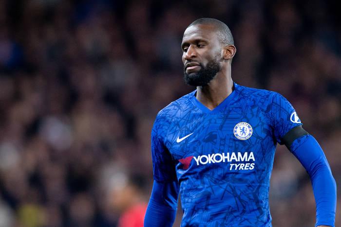 Stoper Chelsea na wylocie z klubu. Chce go Paris Saint-Germain, możliwe wypożyczenie