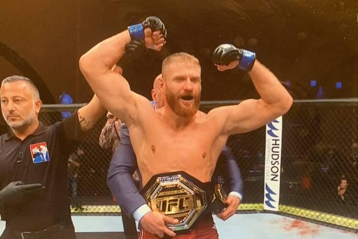 Jan Błachowicz mistrzem UFC! Znokautował rywala i spełnił marzenia [WIDEO]