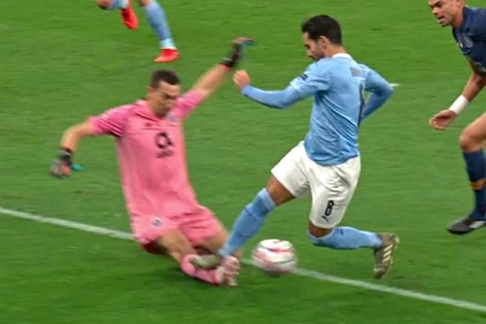 Gigantyczna kontrowersja w meczu Manchesteru City z FC Porto. Skandaliczna decyzja sędziego [WIDEO]