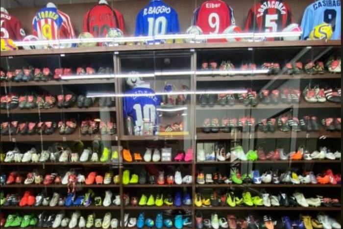 Koszulka z finału Ronaldo, buty od Beckhama, Messiego i Zlatana. Oto kolekcja warta ponad 20 mln zł