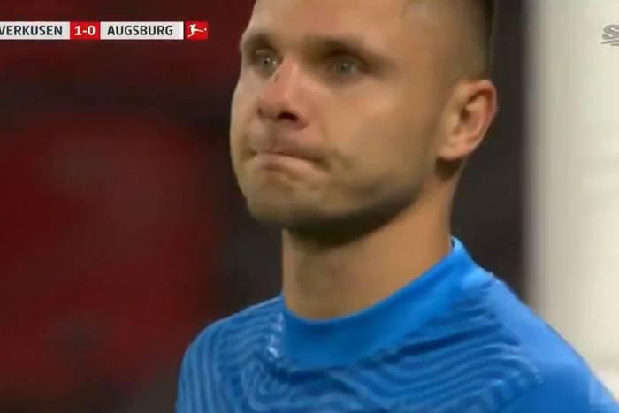 Rafał Gikiewicz robił co mógł, ale nie uchronił Augsburga przed porażką. Był o krok od obrony karnego [WIDEO]