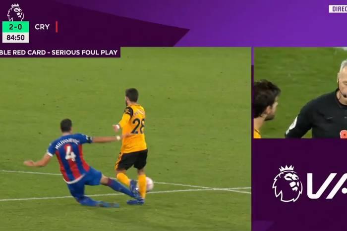 """Brutalny faul w meczu Premier League. """"Mógł zakończyć mu karierę. Boli na sam widok"""" [WIDEO]"""