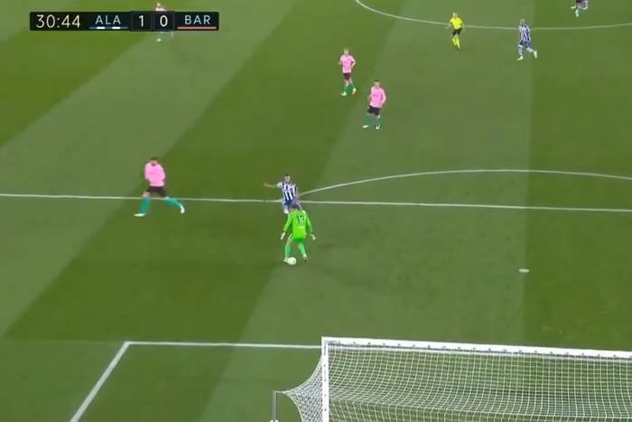 """Koszmarna wpadka Neto! Bramkarz FC Barcelony popełnił kolejny błąd. """"Sam sobie założył siatkę"""" [WIDEO]"""