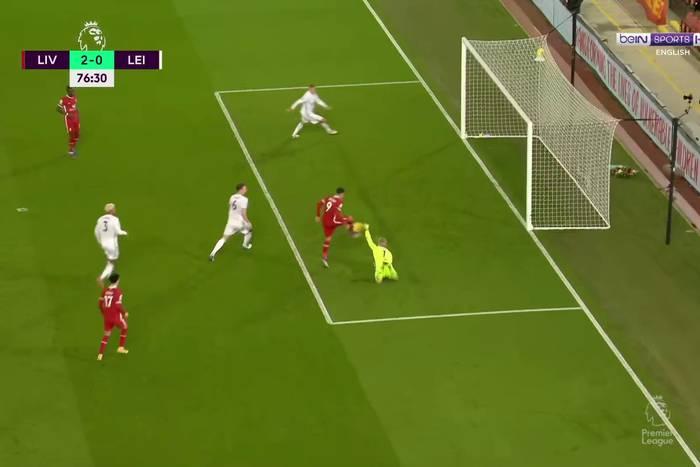 Dwa słupki, piłka wybita z linii bramkowej i nie ma gola! Nieprawdopodobna akcja Liverpoolu [WIDEO]