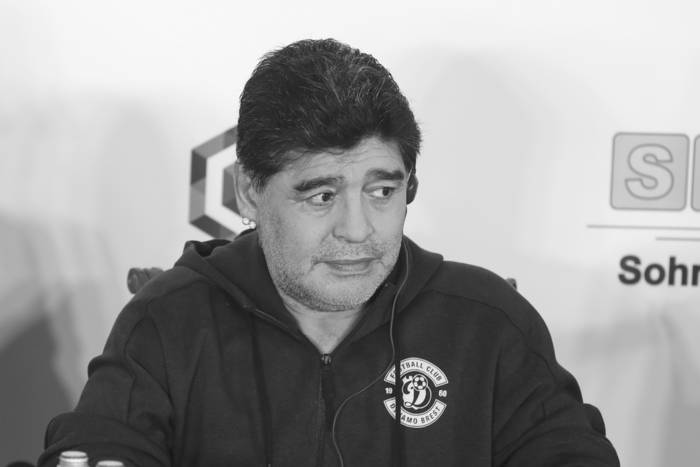 Skandal w Argentynie. Pracownicy zakładu pogrzebowego zrobili sobie zdjęcia z ciałem Diego Maradony
