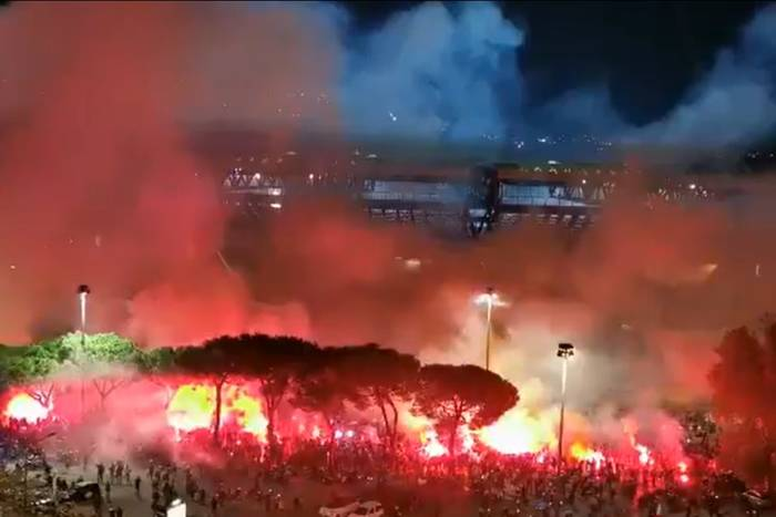 Wzruszające chwile przed meczem Napoli w Lidze Europy. Wyjątkowy hołd dla Diego Maradony [WIDEO]