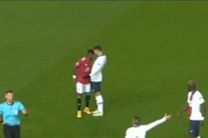 """Piłkarz Manchesteru United powinien wylecieć z boiska? """"Szokująca decyzja sędziego"""""""