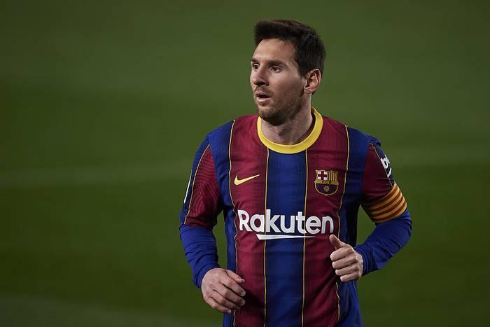 """Leo Messi bliżej pozostania w Barcelonie. """"To klub mojego życia, bycie kapitanem jest wyjątkowe"""""""