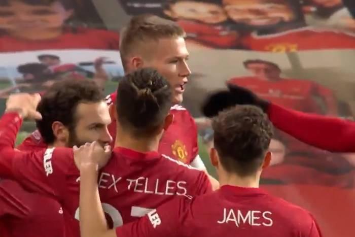 Manchester United na zaciągniętym ręcznym, ale z awansem. Zachwyt nad Van de Beekiem [WIDEO]