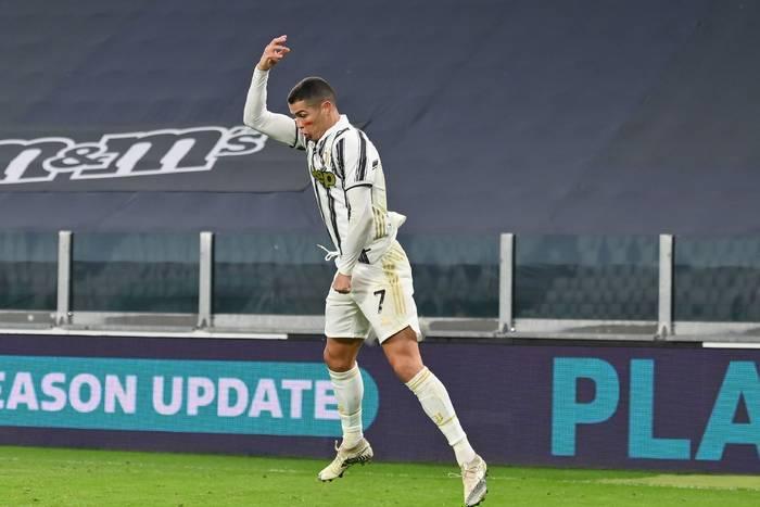 Popis Cristiano Ronaldo! Dublet Portugalczyka po dwóch strzałach głową! Pewna wygrana Juventusu [WIDEO]