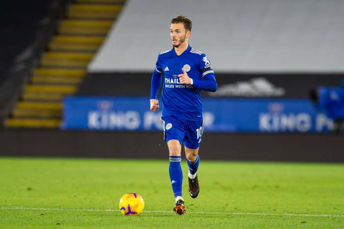 """Oto piłkarz, który może poprowadzić Leicester do kolejnego tytułu. Najlepszy angielski pomocnik jest """"Lisem"""""""