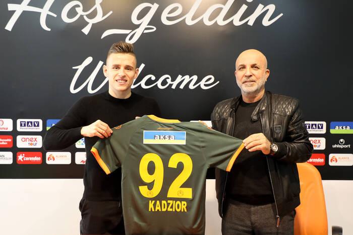 """Damian Kądzior zaprezentowany w nowym klubie. """"Bardzo się cieszę, że tu jestem"""""""