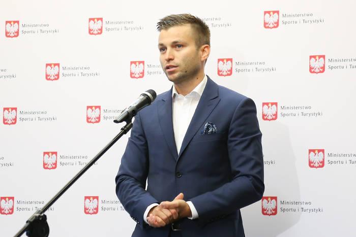 """Ujawniono kulisy odsunięcia Szpakowskiego od finału EURO. """"Tych pomyłek było zbyt dużo"""""""