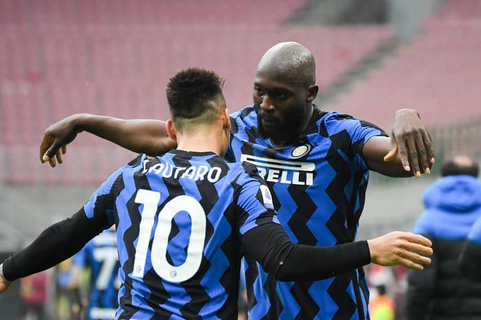 Inter coraz bliżej mistrzostwa Włoch. Kontrowersyjna decyzja sędziego kluczem do wyniku [WIDEO]