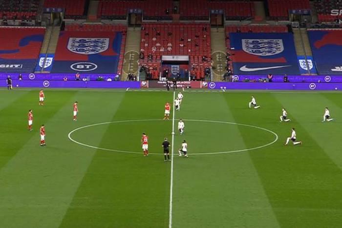 Polacy nie klęknęli na Wembley. Zdecydowali się na inny gest [ZDJĘCIE]