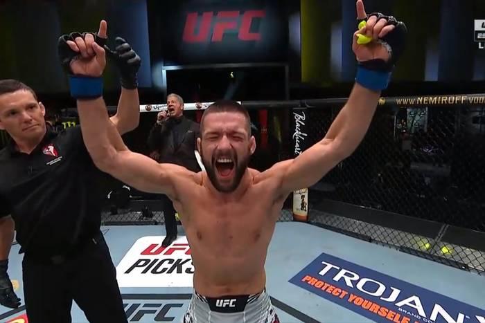 Mateusz Gamrot z pierwszą wygraną w UFC! Polak znokautował rywala! [WIDEO]