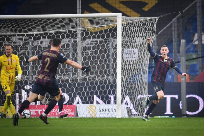 """Debiutancki gol Kacpra Kozłowskiego w Ekstraklasie! """"Paulo Sousa lubi to"""" [WIDEO]"""