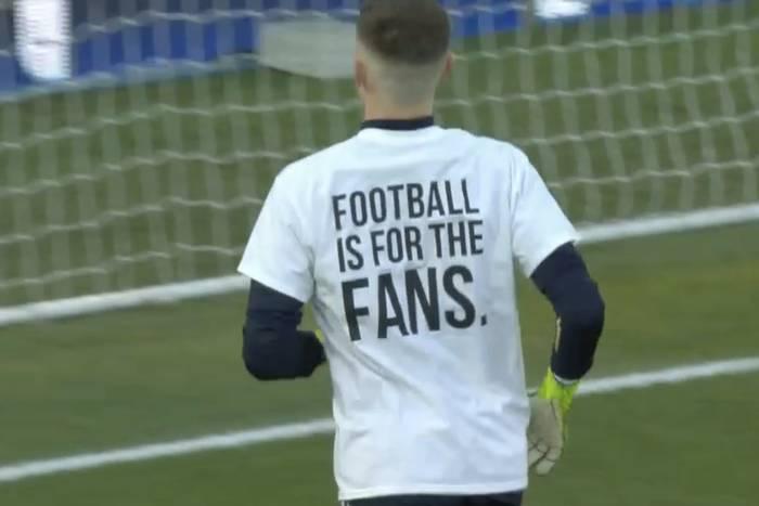 """Piłkarze Leeds w specjalnych koszulkach przed meczem z Liverpoolem. """"Liga Mistrzów? Zasłuż na to"""" [ZDJĘCIA]"""