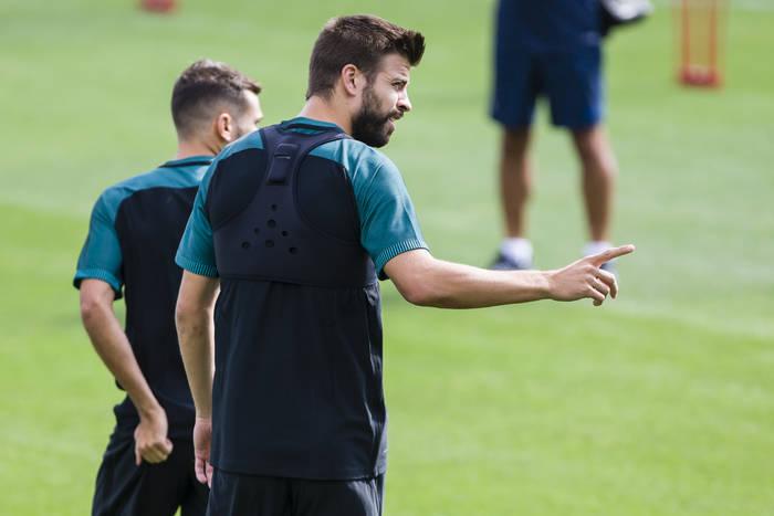 """Gerard Pique wspomina awanturę w szatni Manchesteru United. """"Keane zaczął krzyczeć, czyj to telefon"""""""