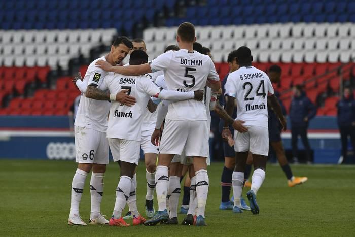 Piękny gol w hicie Ligue 1! Lille wyprzedziło PSG i wskoczyło na fotel lidera [WIDEO]