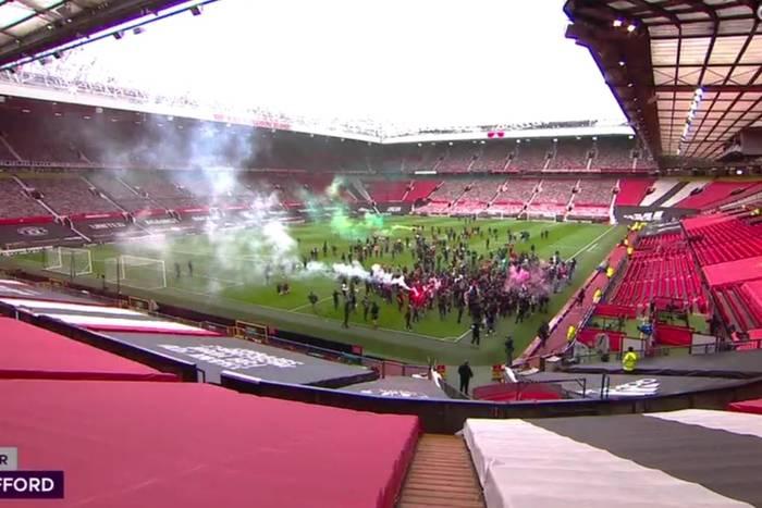 Wściekli kibice Manchesteru United wdarli się na Old Trafford! Protest przeciwko właścicielom klubu [WIDEO]