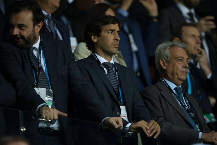 Legenda Realu Madryt zacznie pracę w Bundeslidze? Raul Gonzalez faworytem do objęcia czołowego klubu