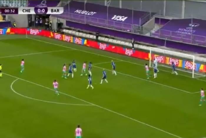 Kuriozalny gol w finale Ligi Mistrzów kobiet. Kopanina i przypadkowy samobój [WIDEO]