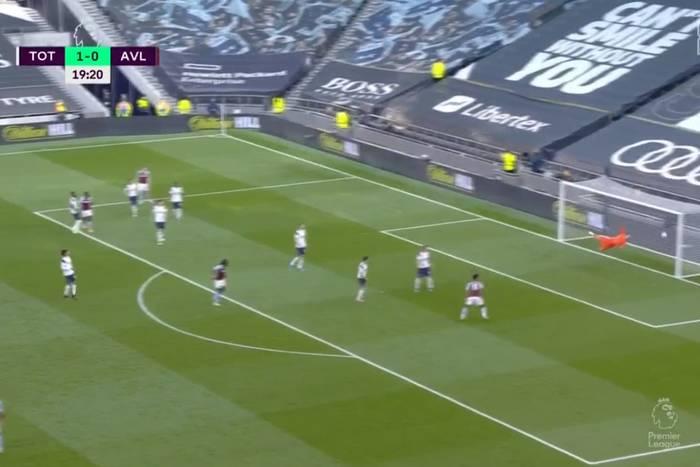 Kuriozalna bramka samobójcza Sergio Reguilona. Piłkarz Tottenhamu aż złapał się za głowę [WIDEO]