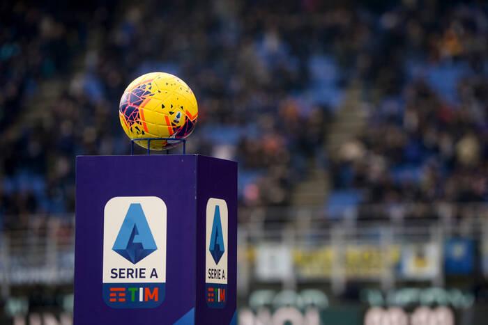 """Beniaminek Serie A wywołał furorę nowymi strojami. """"Fantastyczne, o mamo"""" [ZDJĘCIA]"""