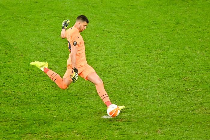 Dostrzegł go Guardiola, zatrzymywał Messiego, teraz przeszedł do historii. Kim jest bohater Villarrealu?