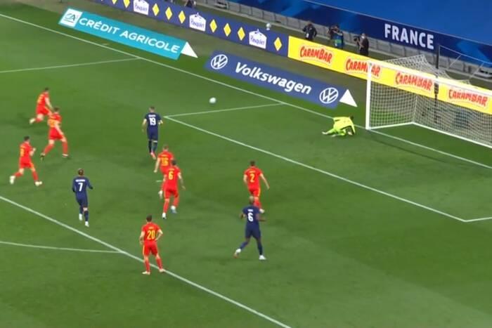 Karim Benzema wrócił do reprezentacji Francji i zawiódł. Zmarnował rzut karny [WIDEO]