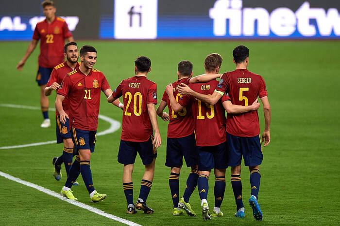 Pożar w reprezentacji Hiszpanii. Kolejny piłkarz zakażony koronawirusem!