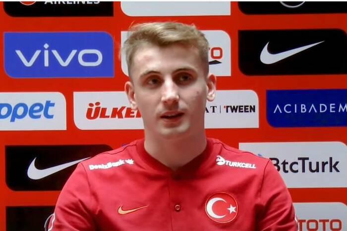 """Rok temu grał w czwartej lidze, teraz pojechał na EURO. """"W małych wsiach czekają setki takich jak on"""""""