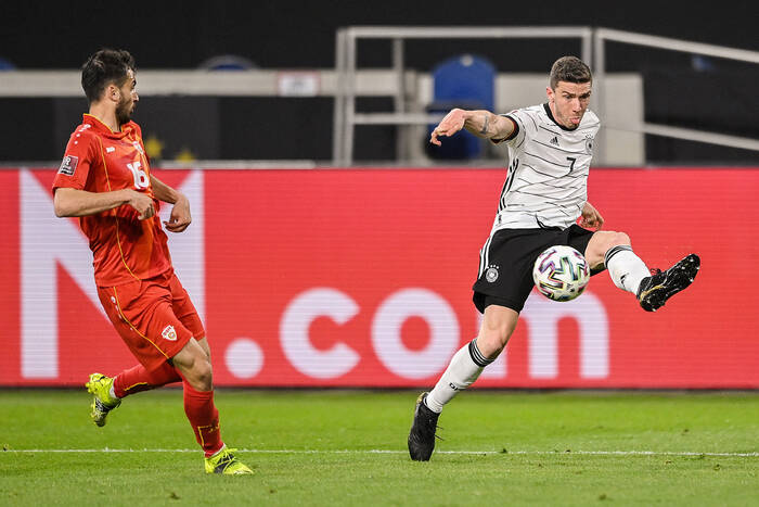 Kosztował 1 mln euro, został graczem klasy światowej. Nie pasuje do kadry Niemiec, a będzie jej groźną bronią