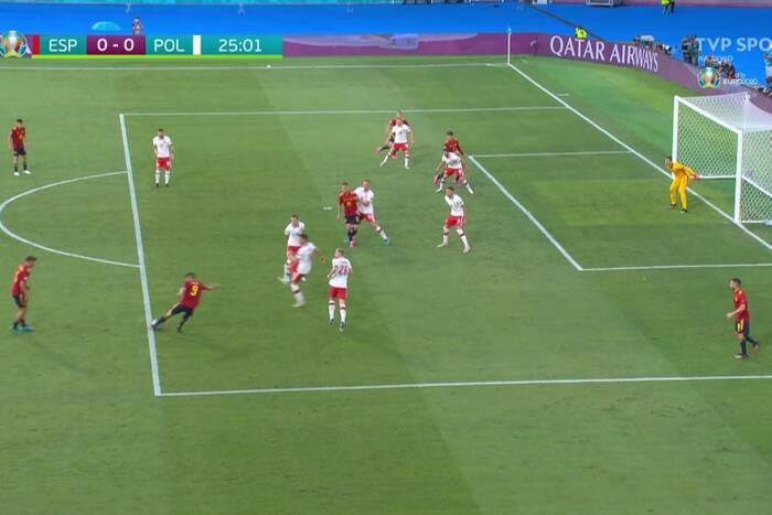 Sędzia odgwizdał spalonego, ale później uznał gola! Przełamanie Moraty w meczu z Polakami [WIDEO]