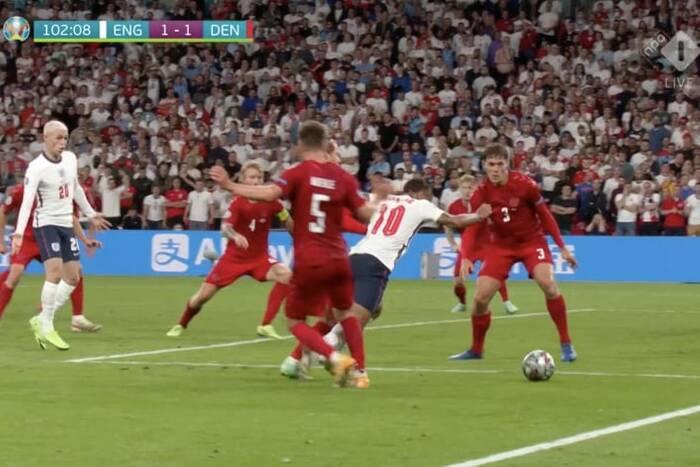 """Szef sędziów UEFA zabrał głos ws. karnego w meczu Anglii z Danią. """"To nie był skandal"""""""