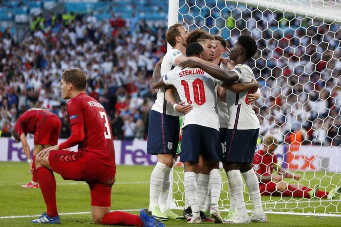 Angielska federacja ukarana na skandaliczne zachowanie kibiców w półfinale EURO. UEFA ogłosiła decyzję