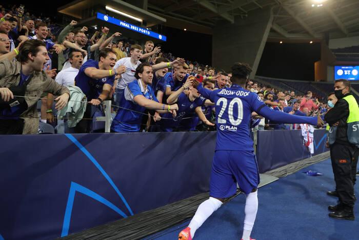 """Chelsea szuka dużych wzmocnień. """"The Blues"""" chcą wymienić się zawodnikami z Bayernem Monachium"""