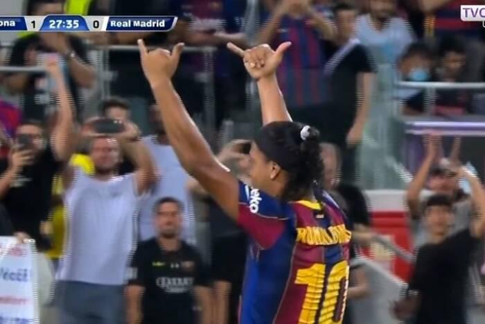 Show Ronaldinho! Popisy w meczu legend Barcelony i Realu Madryt [WIDEO]