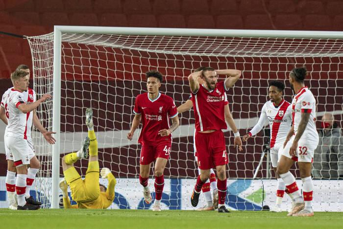 Bayer Leverkusen pozyska obrońcę Liverpoolu? Ma konkurencję w postaci klubów Premier League