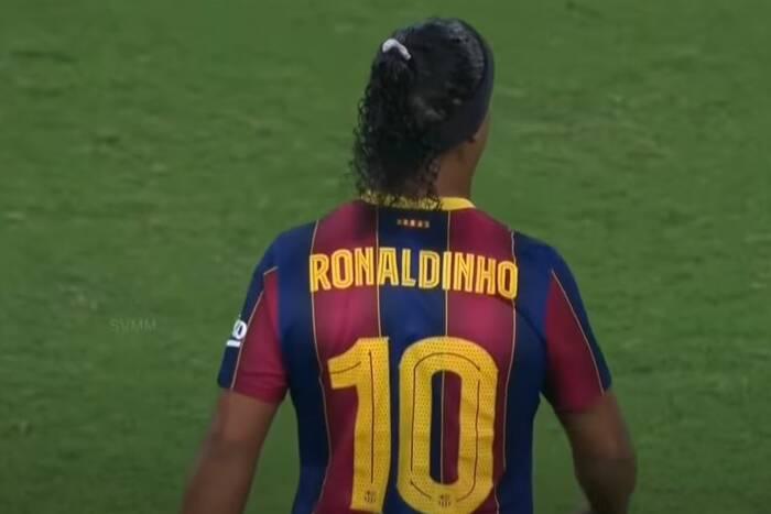 Drugiego takiego piłkarza nie będzie już nigdy. Ronaldinho wciąż jest magikiem. Też za nim tęsknicie?