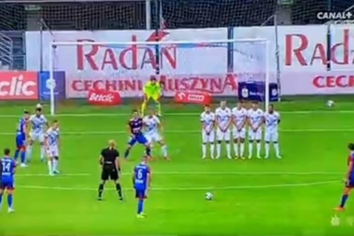 Piękny gol z rzutu wolnego w Ekstraklasie! Kolejny mocny kandydat do bramki kolejki [WIDEO]