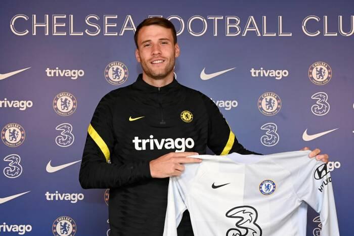 Chelsea ogłosiła pierwszy letni transfer. Londyńczycy ściągnęli nowego bramkarza
