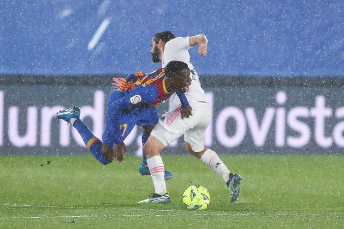 """Symbol degradacji Barcelony. Takich piłkarzy """"Duma Katalonii"""" musi się pozbyć w pierwszej kolejności"""