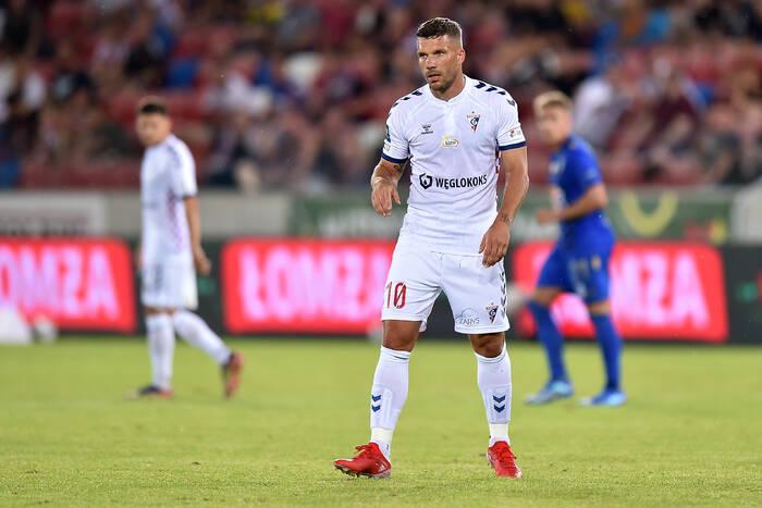 """Twitter ocenił debiut Lukasa Podolskiego w PKO Ekstraklasie. """"On już się zmęczył psychicznie"""""""