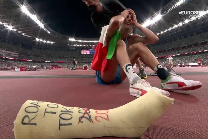 Skoczkowie wzwyż zgodzili się na dwa złote medale. A potem Włoch oszalał. Niesamowite sceny w Tokio [WIDEO]