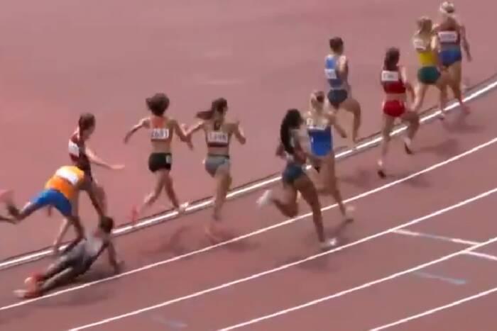 Upadła na ostatnim okrążeniu, a i tak wygrała bieg. Niezwykła pogoń na IO w Tokio [WIDEO]