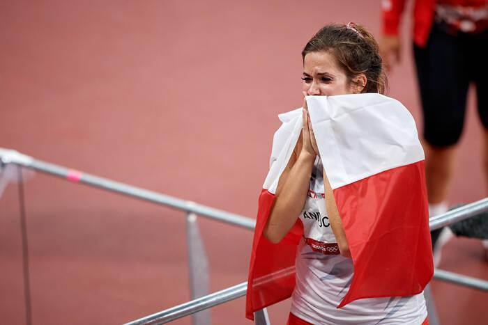 Szlachetna postawa Marii Andrejczyk. Srebrny medal z igrzysk w Tokio został zlicytowany