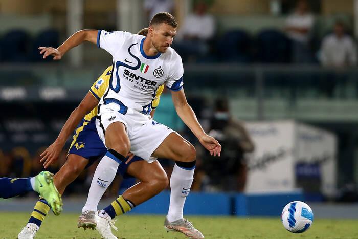 Inter Mediolan bezwzględny dla Fiorentiny. Skorzystał na bezmyślnym zachowaniu jej piłkarza [WIDEO]