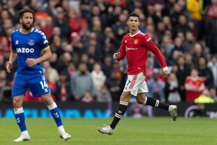 Cristiano Ronaldo piłkarzem miesiąca w Premier League. Gary Lineker protestuje